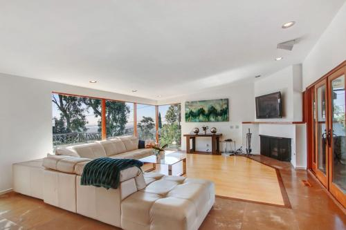 Cozy 2 bedroom in Hollywood Hills - Los Angeles, CA 90069