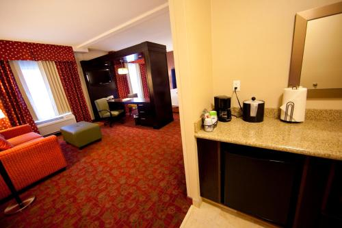 Hampton Inn And Suites Seattle Kent - Kent, WA 98032