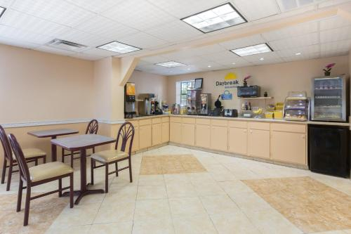 Days Inn - Waycross Photo