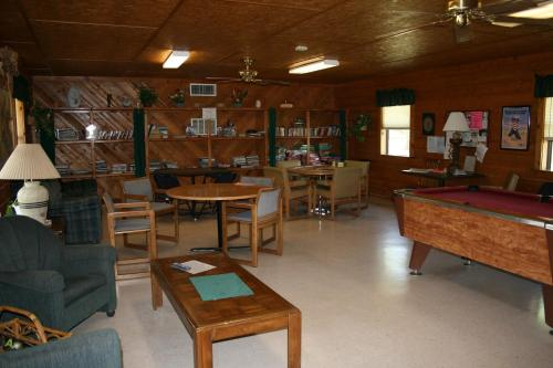 Bay Landing Camping Resort Cabin 14 - Bridgeport, TX 76426