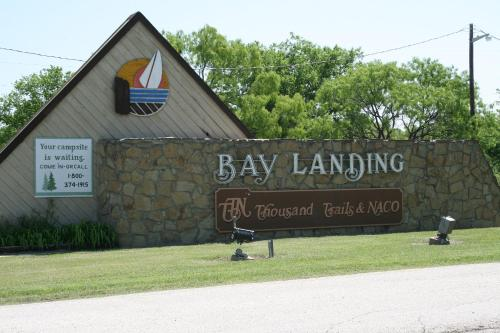 Bay Landing Camping Resort Cabin 9 - Bridgeport, TX 76426