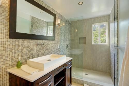 3 Bedroom with a Pool and Views - Los Angeles, CA 90210