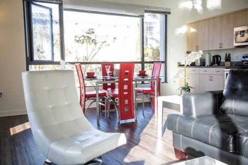 Furnished Suites in Gaslamp Quarter Photo