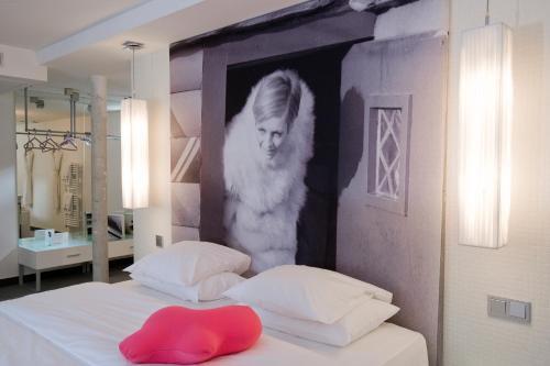 Kube Hotel - Ice Bar photo 9