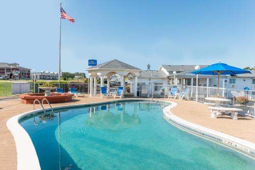 Baymont Inn & Suites Lake of the Ozarks / Osage Beach Photo
