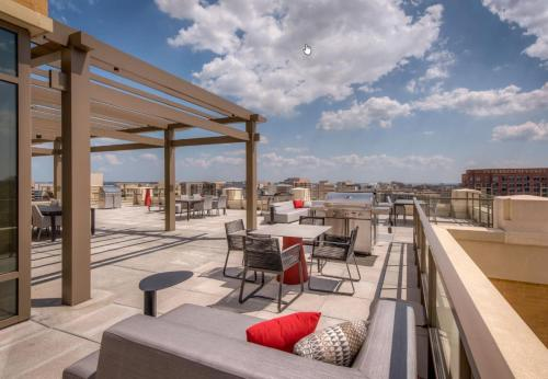Global Luxury Suites at South Arlington Photo