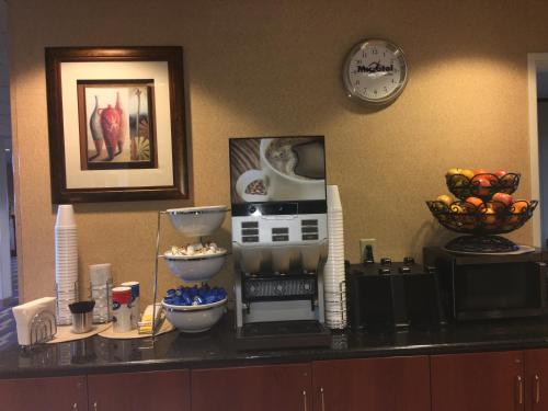 Microtel Inn & Suites by Wyndham Indianapolis Airport photo 14