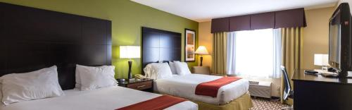 Holiday Inn Express Hotel & Suites Edmond Photo