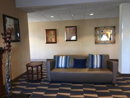 Microtel Inn & Suites by Wyndham Indianapolis Airport photo 21
