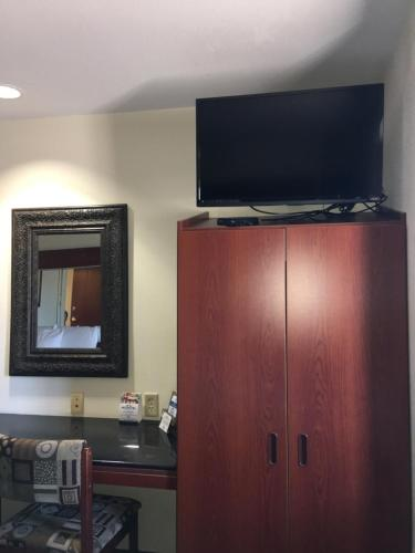 Microtel Inn & Suites by Wyndham Indianapolis Airport photo 31