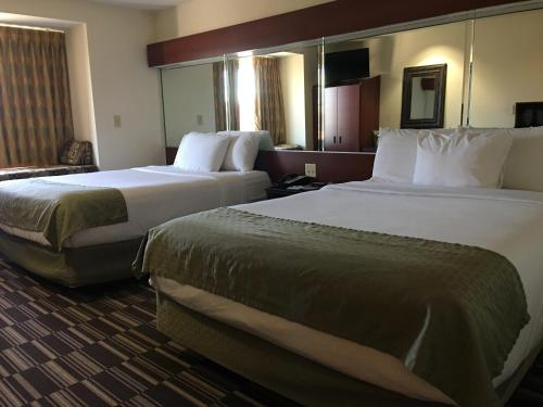 Microtel Inn & Suites by Wyndham Indianapolis Airport photo 34