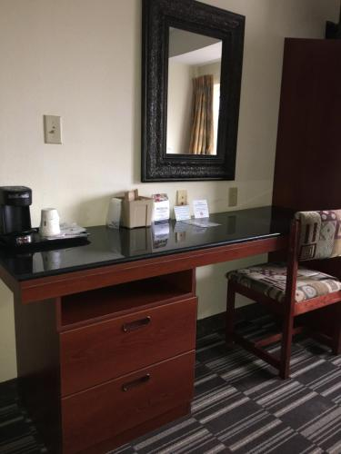 Microtel Inn & Suites by Wyndham Indianapolis Airport photo 38