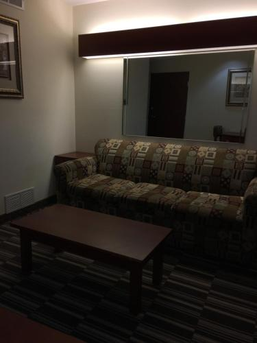 Microtel Inn & Suites by Wyndham Indianapolis Airport photo 32