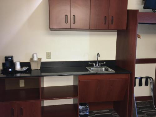 Microtel Inn & Suites by Wyndham Indianapolis Airport photo 48
