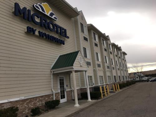 Microtel Inn & Suites by Wyndham Indianapolis Airport photo 53