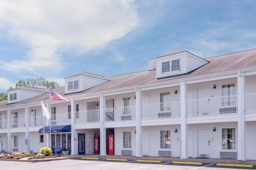 Baymont Inn & Suites - Albany Photo