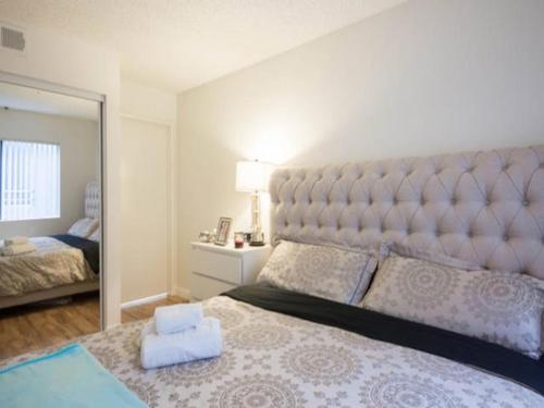 Upscale 2Bed 2Bath & Gated Parking - Los Angeles, CA 90038