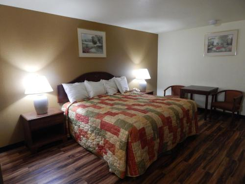 Regency Inn Iola - Iola, KS 66749