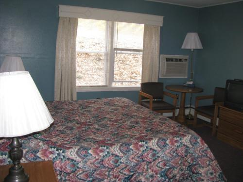 The Colonial Inn & Motel Photo