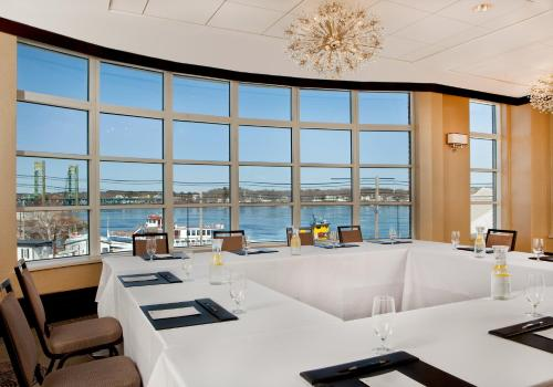 Sheraton Portsmouth Harborside Hotel Photo