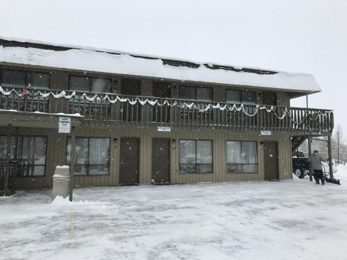 Snowshoe Motel Photo