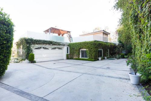 The Beverly Hills Mansion - Los Angeles, CA 90210