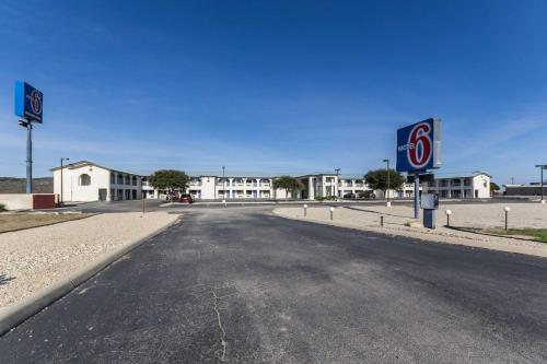 Motel 6 Junction - Junction, TX 76849