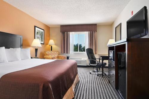 Baymont Inn and Suites Dallas Love Field Photo