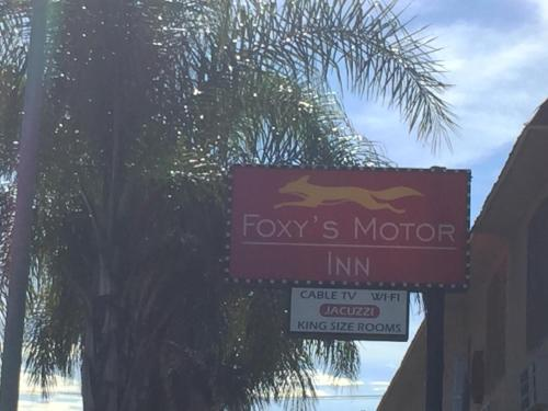 Foxy's Motor Inn - Los Angeles, CA 90044