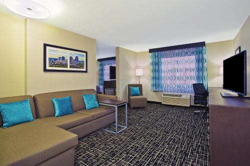 La Quinta Inn & Suites Fairborn Wright-Patterson Photo