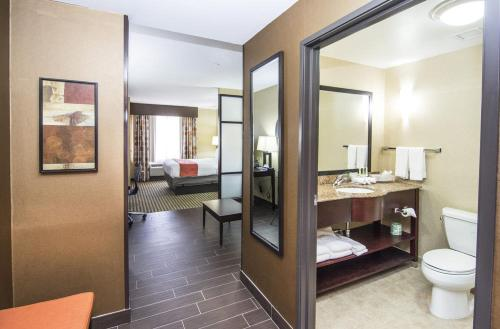 Holiday Inn Express & Suites Elkton - University Area Photo