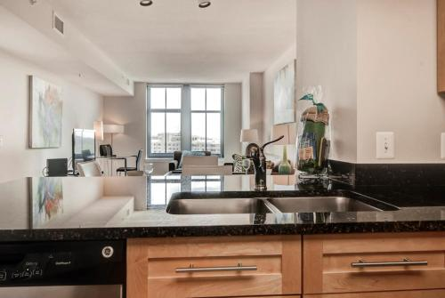 Global Luxury Suites in Downtown Bethesda Photo