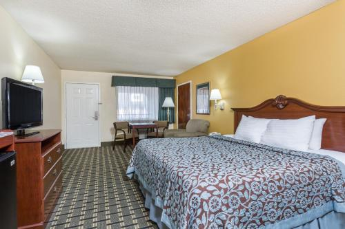 Days Inn Warner Robins near Robins AFB Photo