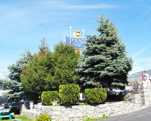 Pass Motor Inn Photo
