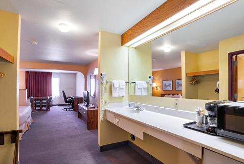 Rodeway Inn & Suites Blanding Photo