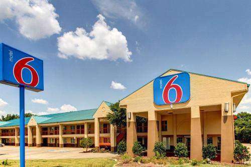 Motel 6 Arlington Photo