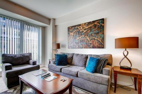 Global Luxury Suites at Friendship Village Photo