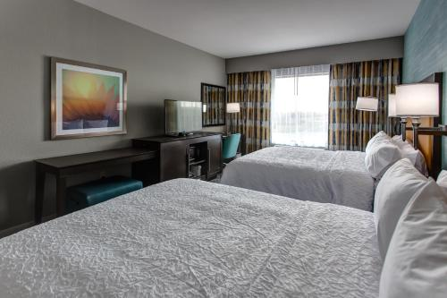 Hampton Inn & Suites-Wichita/Airport KS - Wichita, KS 67209