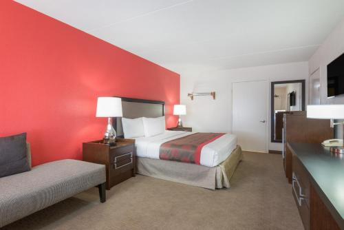 Ramada Albuquerque Airport Photo