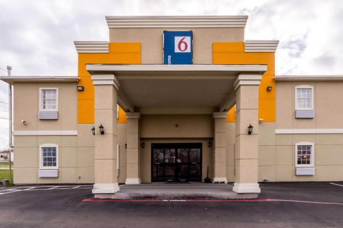 Motel 6 Jourdanton Photo