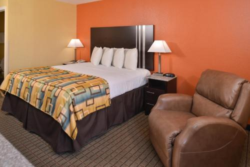 Douglas Inn & Suites Photo