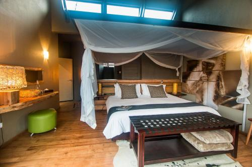 Rhino Ridge Safari Lodge Photo