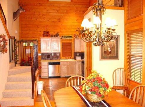 Cabins at grand mountain by thousand hills resort in for Branson mo cabins with indoor pool