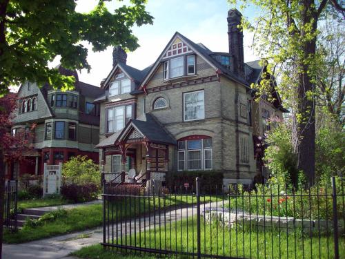 Hotel Manderley Bed & Breakfast Inn