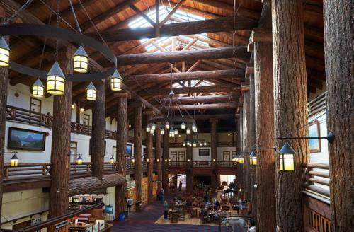 Glacier Park Lodge Photo