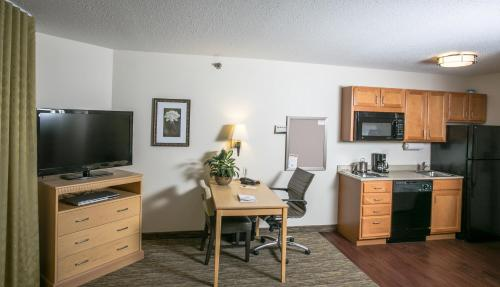 Candlewood Suites Fargo-North Dakota State University Photo