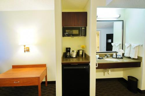 Best Western Plus Denver International Airport Inn & Suites Photo