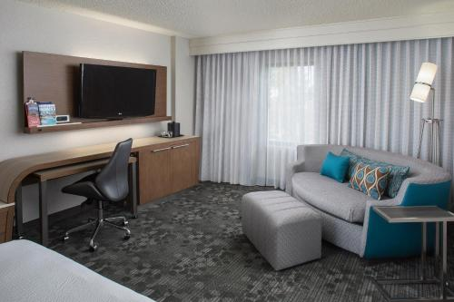 Courtyard by Marriott Orlando Lake Buena Vista in the Marriott Village photo 35