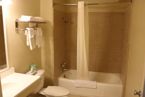 Americas Best Value Inn Giddings Photo