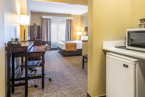 Comfort Suites North Fort Wayne Photo